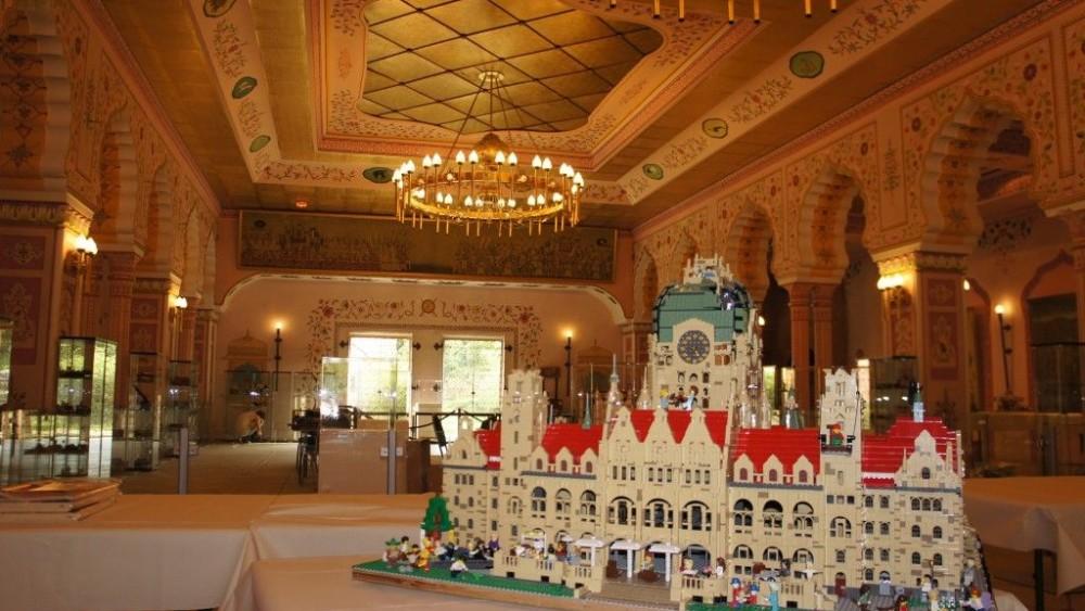 Modell des Rathauses im Prunksaal des Maharadscha