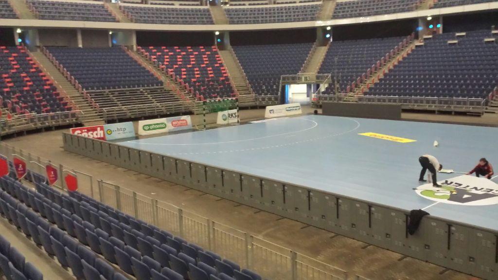 Transport In Die Tui Arena Abgeschlossen Jetzt Heißt Es Daumen