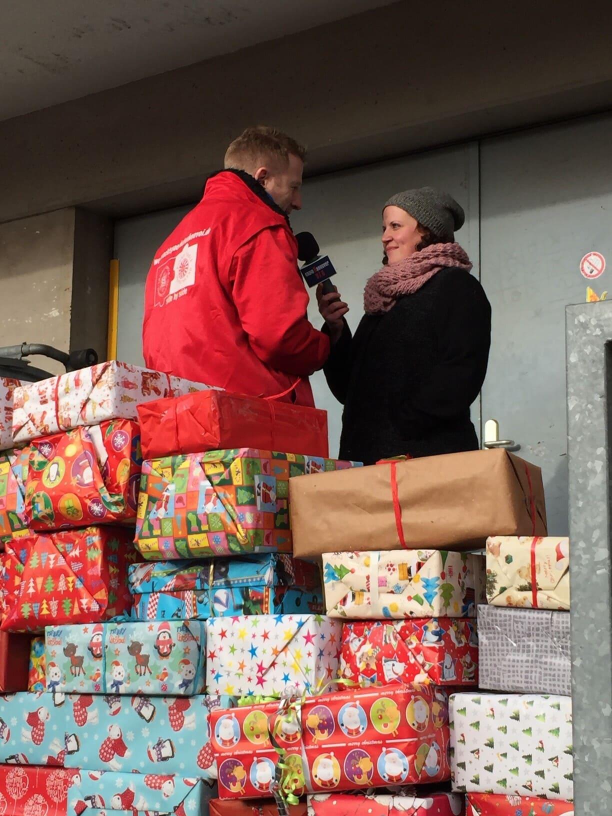 Radio Hannover berichtet: Dörthe Hanssen befragt Tobias Neumann zum Weihnachtspäckchenkonvoi 2016